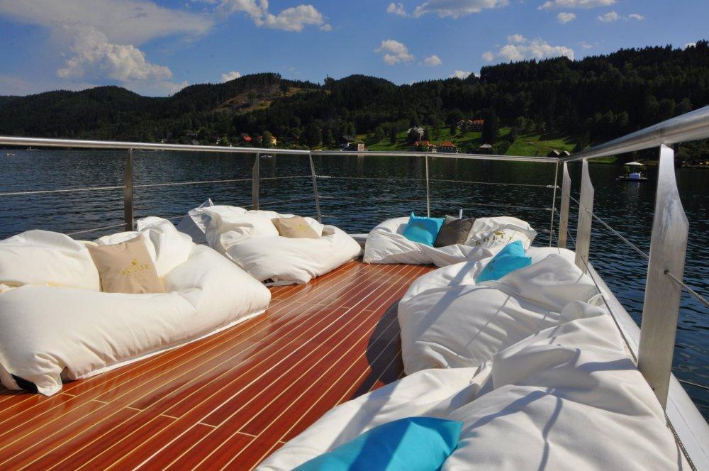 Millstätter See: KOLLERs Relax-Schiff Sonnendeck mit chillisy® SUMMERTIME Sitzkissen, Foto: KOLLERs Hotel ****s
