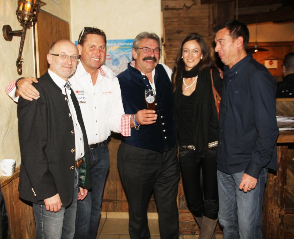 Top-of-the-Mountains Gala Nacht 2014 - Hohenhaus Tenne, Schladming: v.l.n.r. Markus Kostenzer (Gruber Schanksysteme), Hansjörg Wechselberger (GF Gruber Schanksysteme), Robert Weiß (Verkaufsleiter Meisel's Weisse), Isa Schütze (chillisy), Peter Fluck (Gruber Schanksysteme)