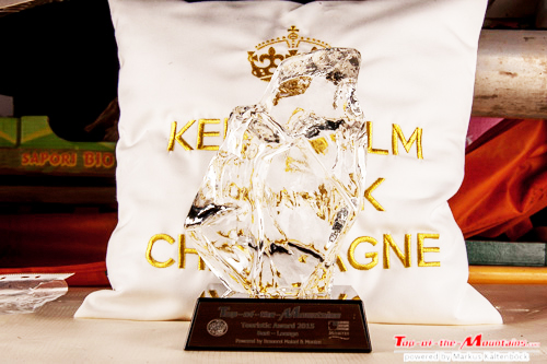 "2015 Top-of-the-Mountains Gala Nacht zur Touristic Award Verleihung 2015: Award mit Awardkissen ""Keep Calm & Drink Champagne"""