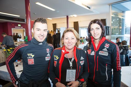 Präsidentin des Österreichischen Bob- & Skeletonverband Astrid Stadler (mitte) mit ihren Skeleton-Top-Athleten Janine Flock und Matthias Guggenberger