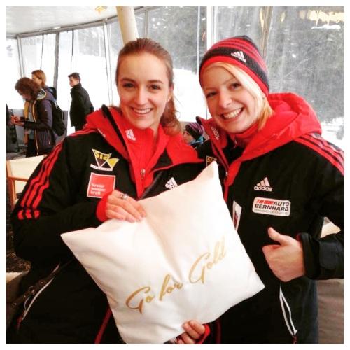 """GO FOR GOLD"" - CHILLISY beim Bob- & Skeleton Weltcup 2015 in Innsbruck-Igls, Bild: Top-of-the-Moutains.com"