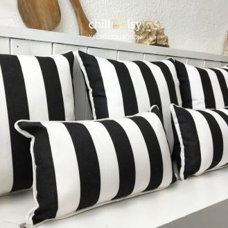 Witterungsbeständige Outdoor Kissen im Streifendesign der Kollektion YACHT by chillisy in den Farben schwarz und weiss mit Keder